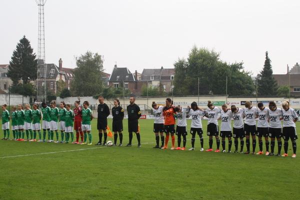 Une minute de silence a été respectée avant le coup d'envoi en hommage à M. Deveneyns et au papa d'une joueuse arrageoise.
