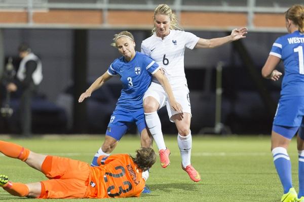 Samedi soir face à la Finlande, Amandine Henry a tenté sa chance mais Korpela était là (photo E Baledent/LMP)