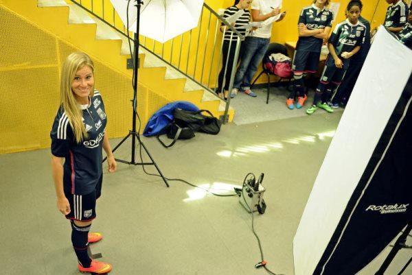 Amandine Henry lors de la séance photo de l'OL (photo Stéphane Guiochon/Le Progrès)