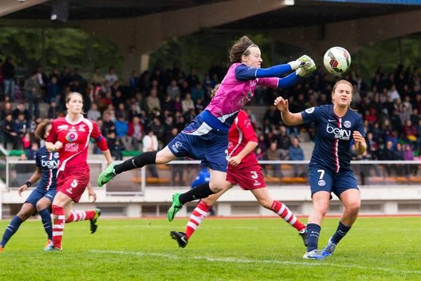 Pauline Peyraud-Magnin, la gardienne isséenne, et sa défense n'ont cédé qu'à deux reprises face aux voisines du PSG (photo A Nelson Sindfoul)