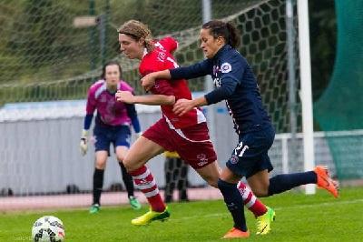 Lise Lachaud à la lutte avec Fatmire Alushi (photo A Nelson Sindfoul)