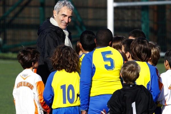 La formation et les jeunes sont un domaine dans lequel Raymond Domenech pourrait s'épanouir. (photo : reuters)