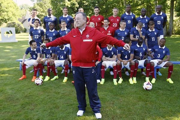 Philippe Tournon fait parfois barrage entre les joueurs et la presse mais son rôle est plutôt de faciliter la relation (crédit photo : FFF).
