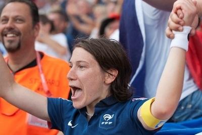 La joie d'Elise Bussaglia qui a permis aux Bleues d'égaliser (photo : Eric Baledent)