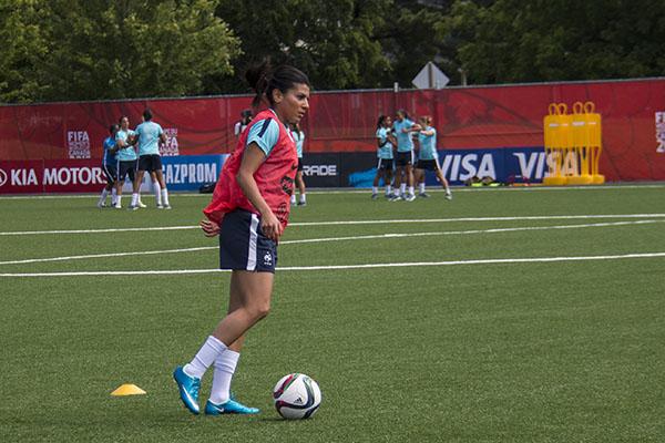 Appelée en équipe de France depuis août 2014, Kenza Dali prend ses marques en entraînement. Photo Laetitia Béraud