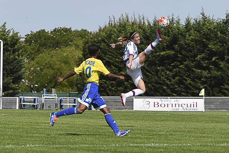 Camille Abily a pris de la hauteur sur la pelouse de Bonneuil (photo Frédérique Grando/LMP)