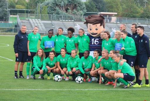 La mascotte Euro 2016 était au bord des terrains lors de la 3e journée comme ici à St Etienne (photo Yoel Bardy)