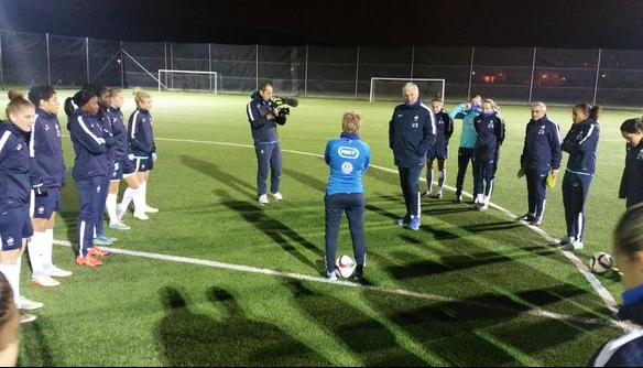 Les Bleues lors du premier entraînement en Ukraine (photo FFF)