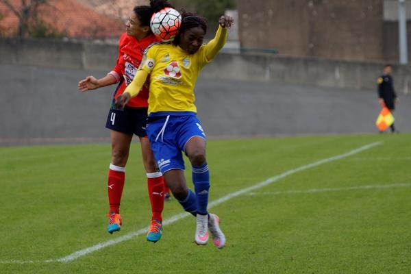 Ollivier au duel avec Ngo Ndoumbouk, avantage à la Vendéenne (photo Sébastien Duret)