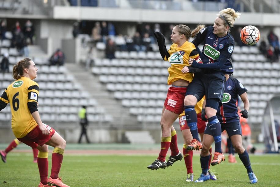 Dahlkvist à la lutte avec Arcambal (photo TeamPics/psg.fr)