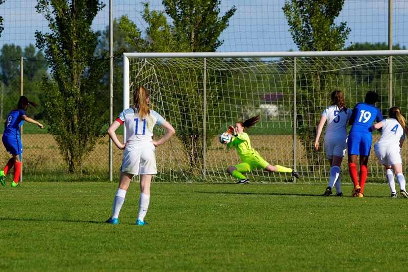 Le penalty de Zemzem où Gardner n'a pas eu la main assez ferme (photo Sébastien Duret)