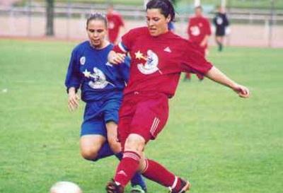 Cécile Locatelli devant Elodie Ramos (photo C Ringaud/footofeminin.fr)
