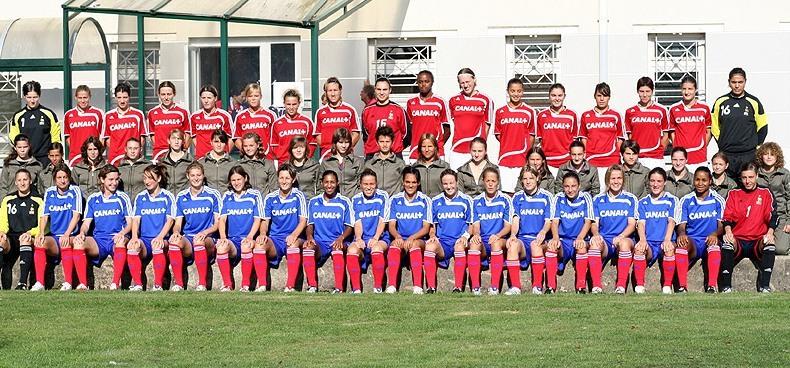 Les Bleues avec les jeunes joueuses du Centre de Châteauroux (photo : DR)