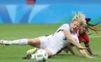Le Sommer aurait pu obtenir un penalty sur ce tacle de Buchanan (photo FIFA.com)