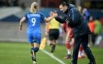 Echouafni félicite la buteuse du jour (photo AFP)