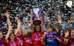 Renard hissant le trophée sur France 2 l'année dernière (photo UEFA.com)