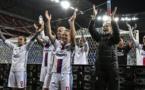 Les Lyonnaises fêtent la qualification avec leur public (photo UEFA.com)