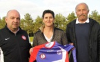 Sandrine Capy avec les dirigeants du GJ Olonne Château (photo club)