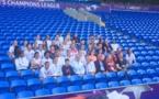 Les Lyonnaises et tout l'encadrement ont posé pour une photo dans la tribune du stade de Cardiff