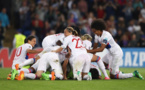 Bouhaddi félicitée par ses partenaires (photo UEFA.com)