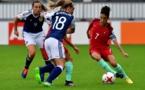 La capitaine Claudia Neto du Portugal devant McLauchlan (photo UEFA.com)