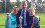 Marco van Basten avec Lieke Martens et Sarina Wiegman
