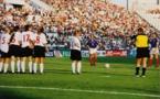 16 août 2000, la France de Soubeyrand et Diacre joue au stade Vélodrome (photo H Galand/FFF)