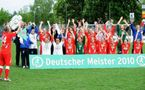 Potsdam a reçu son trophée à l'issue du match (photo : Jan Kuppert)
