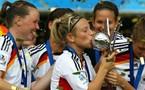 Les Allemandes exhultent sur le podium (crédit photo Getty Images pour Fifa.com)