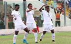 La buteuse Amfobea, à gauche, Sumaila, élue joueuse du match et Boakye fêtent le but des Black Queens