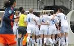 Les Lyonnaises se congratulent avec le banc après le but de Wendie Renard (photo : Jean-François)