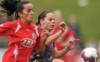 Bajramaj et Oster à la lutte (photo : uefa.com)