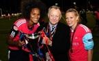 JM. Aulas entouré des deux buteuses Renard et Dickenmann (photo : vrouwenteam.be)