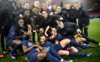 Les Bleues avec le trophée (photo FFF.fr)