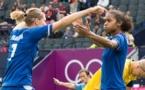 Laura Georges congratulée par Corine Franco (photo E Baledent/LMP)