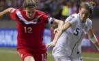 Christine Sinclair à droite espère créer la surprise face aux USA (photo fifa.com)
