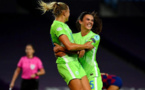 Rolfö félicitée par Engen (photo UEFA.com)