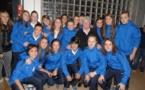 Tout un symbole que cette photo avec les pensionnaires du pôle espoir féminin et Michèle Monier, première capitaine d'une équipe de France...