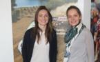 """Gaëtane Thiney (joueuse de Juvisy) et Carine Galli (présentatrice de l'émission de foot """"Le Grand Plateau"""" sur Eurosport)."""