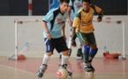 Taper dans un ballon avec des rollers... c'est le principe du roller soccer !