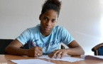 Mylaine Tarrieu signe son premier contrat (photo OL)