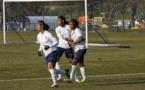 Aude Moreau, Lindsey Thomas et Namnata Traoré après le quatrième but