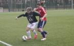 Anaïs Pugnetti tente, en vain, de prendre le ballon à Adeline Janela, passeuse décisive sur le second but