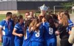 Le trophée soulevé par les Champenoises (photo Ligue Aquitaine)