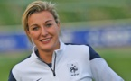 """Bleues - Claire LAVOGEZ : """"Jamais je n'aurai vécu ça sans jouer au football"""" (vidéo FFF TV)"""