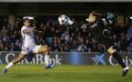 Panos devance Cruz avec une belle envolée (photo FCB)