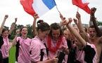 Laurie Dacquigny, Marie Gosse et Aurélie Desmaretz avec le trophée universitaire (photo : S. Duret)