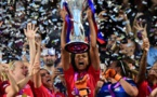 Wendie Renard hisse le trophée européen (photo UEFA.com)