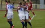 Gathrat, à droite, a ouvert le score (photo Sébastien Duret)