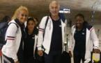 Tenue Lacoste pour les Bleues lors du départ à Roissy CDF(photo FFF)